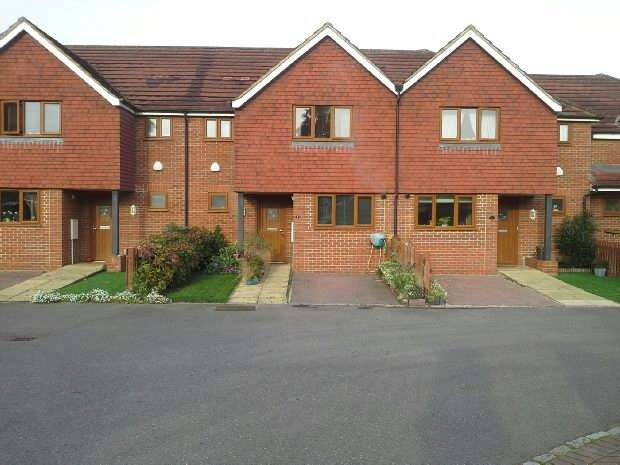 3 Bedrooms Terraced House for sale in Sienna Close, Chessington