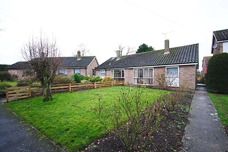 2 Bedrooms Semi Detached Bungalow for sale in Beech Way, Dickleburgh, Diss