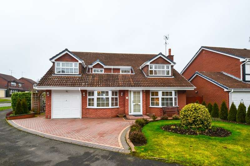 4 Bedrooms Detached House for sale in Fairways Drive, Blackwell, Bromsgrove