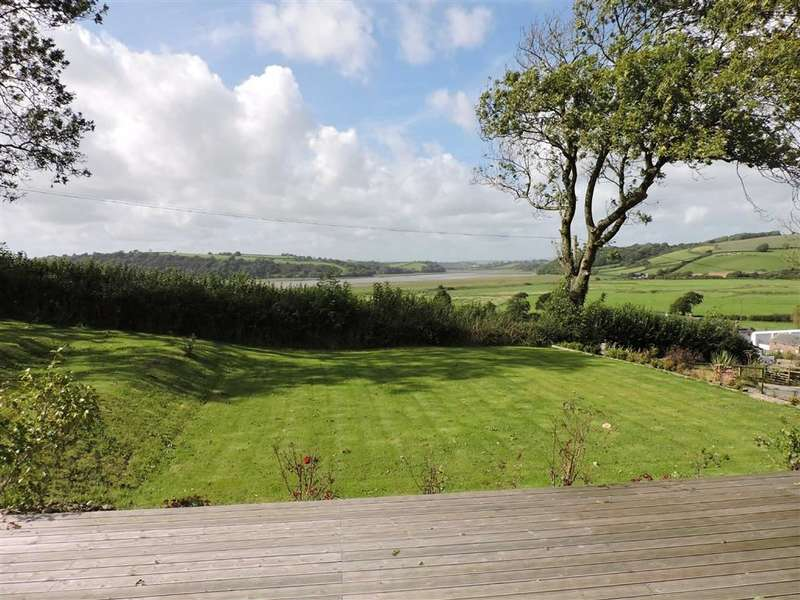 5 Bedrooms Property for sale in Llansteffan