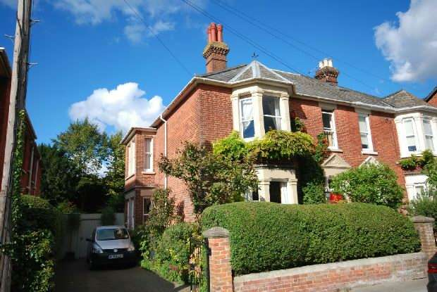 4 Bedrooms Semi Detached House for sale in Wyndham Road