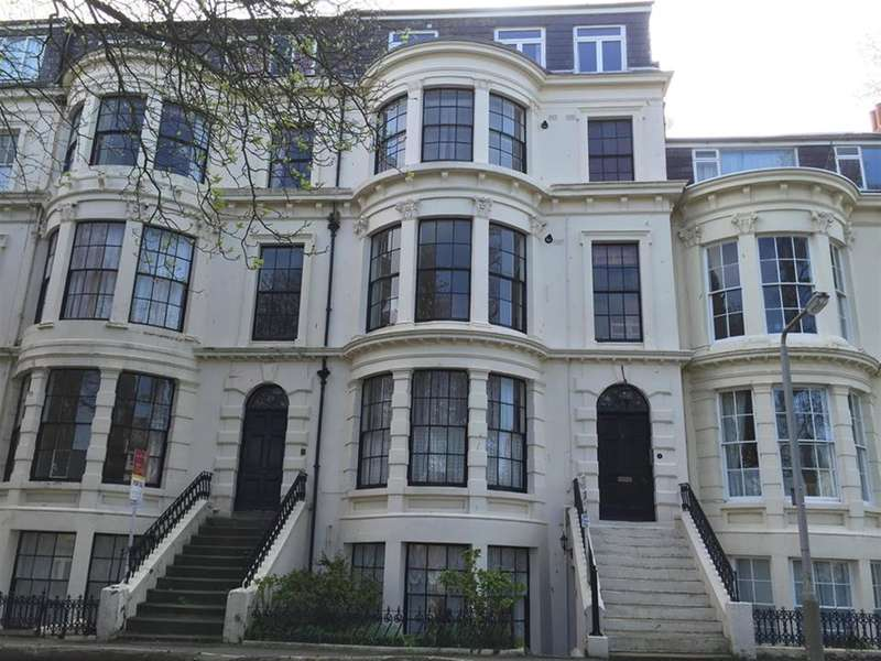 2 Bedrooms Apartment Flat for sale in Crown Terrace, Scarborough, North Yorkshire, YO11 2BL