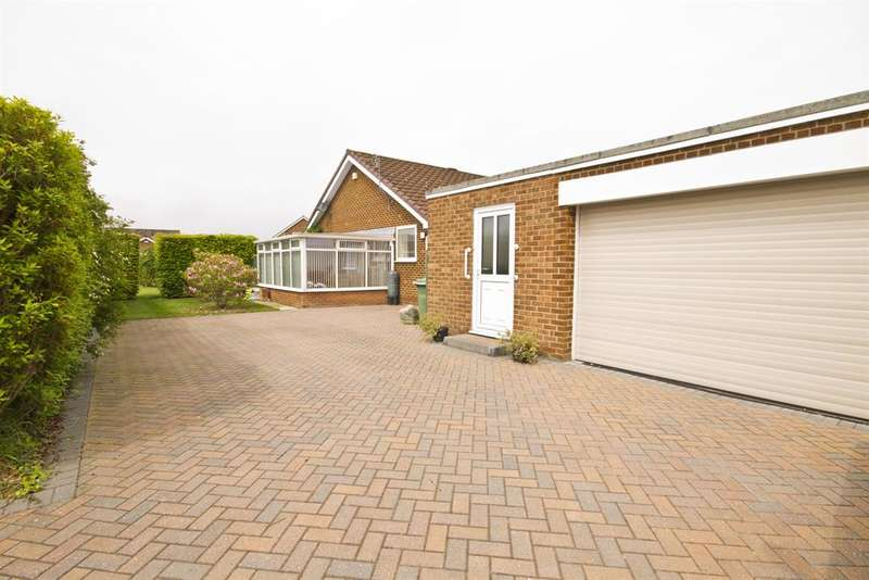 4 Bedrooms Bungalow for sale in Kintyre Drive, Thornaby, Stockton-on-Tees, TS17 0HN