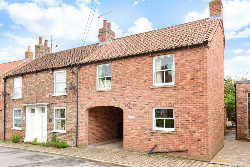 3 Bedrooms Semi Detached House for sale in Back Lane, Easingwold, York, YO61 3BG