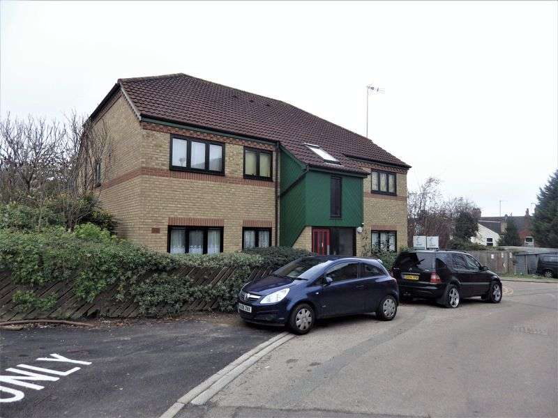 2 Bedrooms Flat for sale in Mulberry Close, Luton