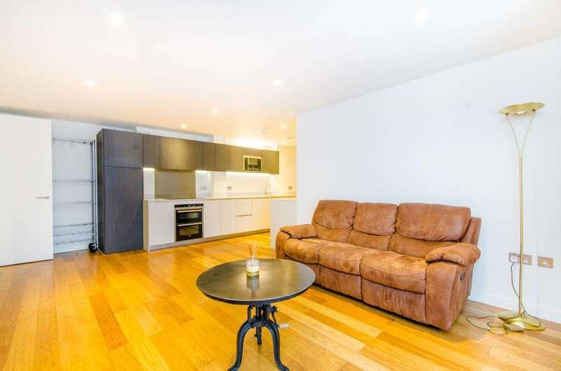 3 Bedrooms Flat for sale in Wenlock Road, Old Street, N1