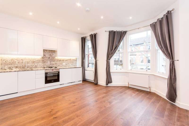 2 Bedrooms Flat for sale in Dunster Gardens, Kilburn, NW6