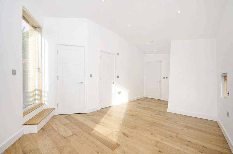 3 Bedrooms Terraced House for sale in Moray Mews, Finsbury Park, N7