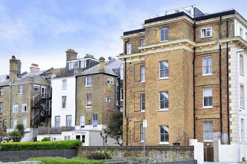 2 Bedrooms Flat for sale in Heene Terrace, Worthing