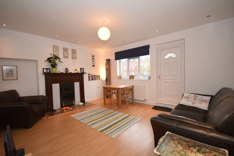 2 Bedrooms Flat for sale in GREENHILL PARADE, GREAT NORTH ROAD, HIGH BARNET, London, EN5