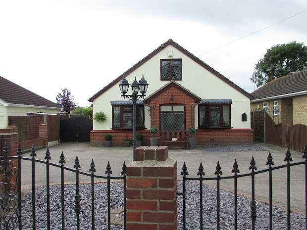 3 Bedrooms Detached Bungalow for sale in Gorse Lane, Clacton-on-sea, CO15