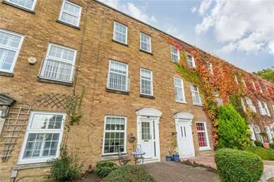 3 Bedrooms Terraced House for sale in Hawthorns, Woodford Green