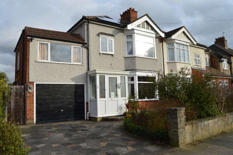 4 Bedrooms Semi Detached House for sale in Rosslyn Avenue, Harold Wood