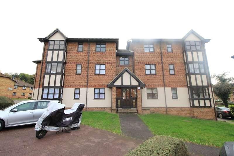 2 Bedrooms Flat for sale in Longtown Court Osbourne Road, Dartford, DA2
