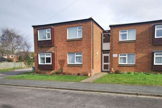 2 Bedrooms Flat for sale in Clay Lane, Wendover, Buckinghamshire