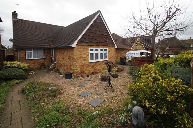 4 Bedrooms Bungalow for sale in Crouchfield, Boxmoor, Hemel Hempstead