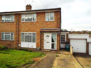 3 Bedrooms Semi Detached House for sale in Ambleside Gardens, South Croydon