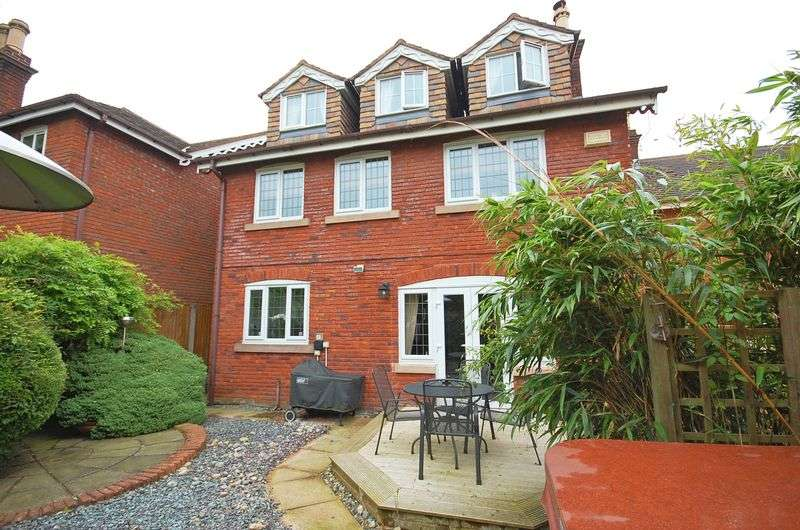6 Bedrooms Detached House for sale in Orchard Rise, Gee Cross