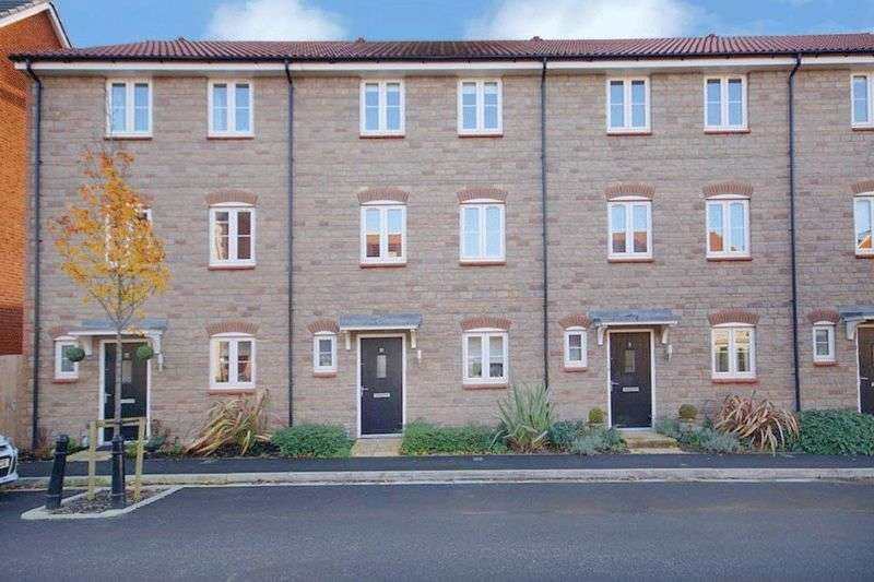 4 Bedrooms Terraced House for sale in Hollybrook Mews Yate Bristol