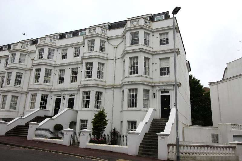 2 Bedrooms Flat for sale in Silverdale Road, Eastbourne, BN20