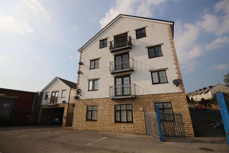 2 Bedrooms Apartment Flat for sale in 15 The Courtyard, Colne Lane, Colne