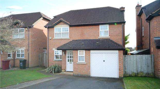 4 Bedrooms Detached House for sale in Fairfax Close, Caversham, Reading