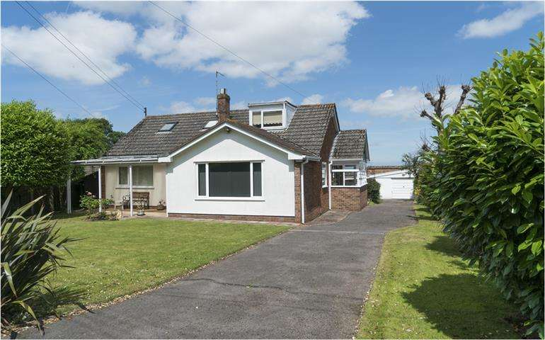 4 Bedrooms Detached Bungalow for sale in Foxdown Hill, Wellington TA21