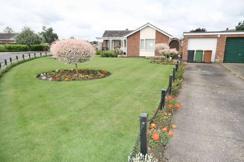 2 Bedrooms Detached Bungalow for sale in Beech Avenue, Attleborough