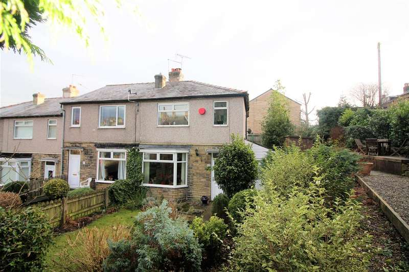 3 Bedrooms Town House for sale in Emscote Gardens, Bell Hall, Halifax