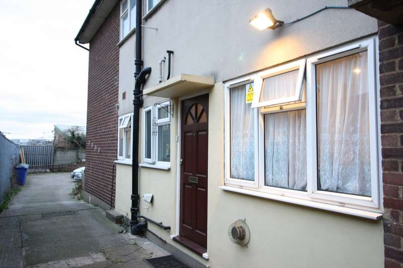 2 Bedrooms Maisonette Flat for sale in London Road, Grays