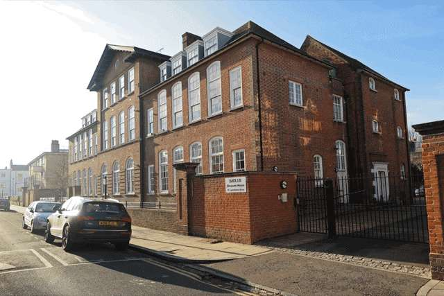 1 Bedroom Ground Flat for sale in Chessum House, Lansdowne Drive, Hackney E8