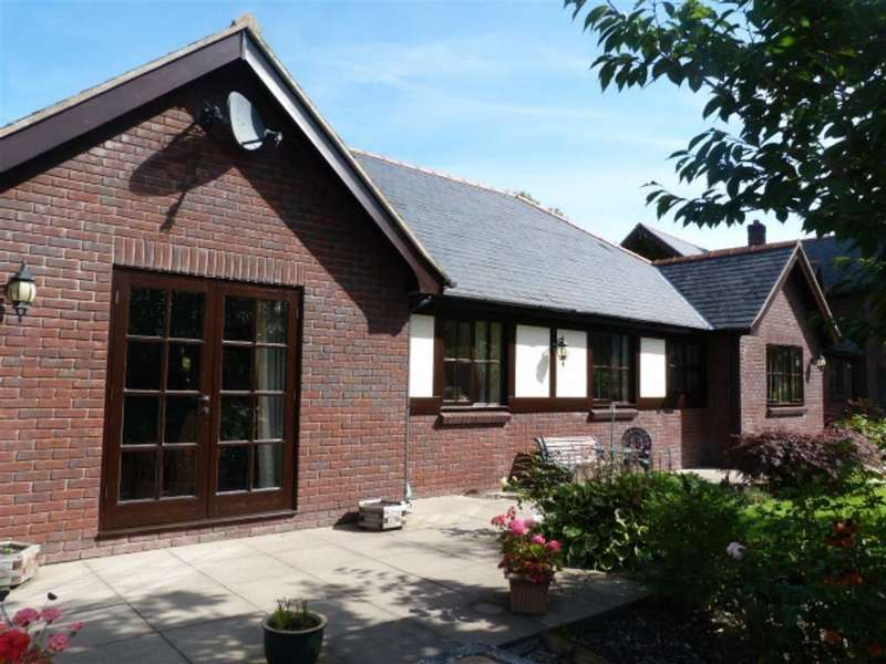 3 Bedrooms Detached Bungalow for sale in 9 Parc Llwyn, Llanidloes