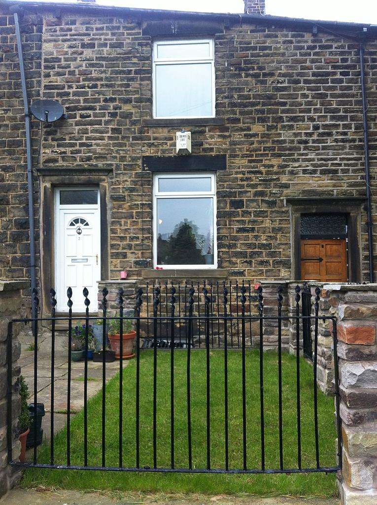 2 Bedrooms Terraced House for sale in Manor Street, Mossley OL5