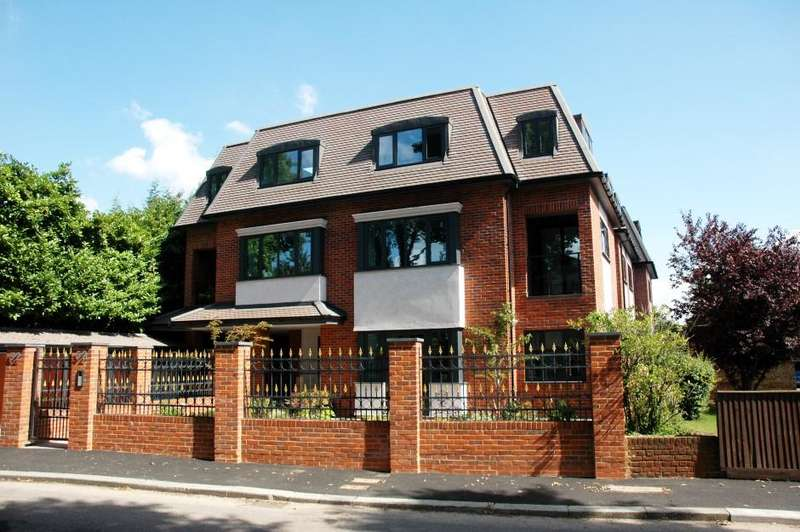 3 Bedrooms Penthouse Flat for sale in Ashley Lane, london nw4