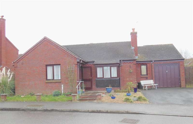 2 Bedrooms Detached Bungalow for rent in Merestone Close, Southam