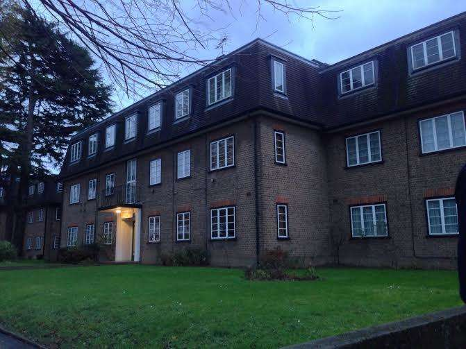 3 Bedrooms Flat for sale in CHURCH ROAD, ISLEWORTH TW7