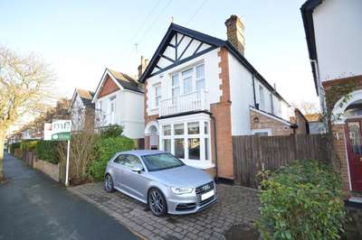 4 Bedrooms Detached House for sale in Kings Road, WALTON ON THAMES KT12