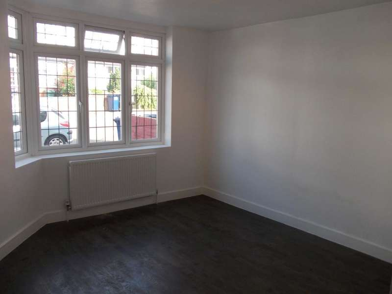 3 Bedrooms Ground Flat for sale in Russel Road, London NW9