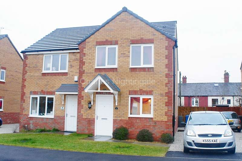 3 Bedrooms Semi Detached House for sale in Viscount Avenue, Ashton-under-lyne, Greater Manchester. OL6 8ED