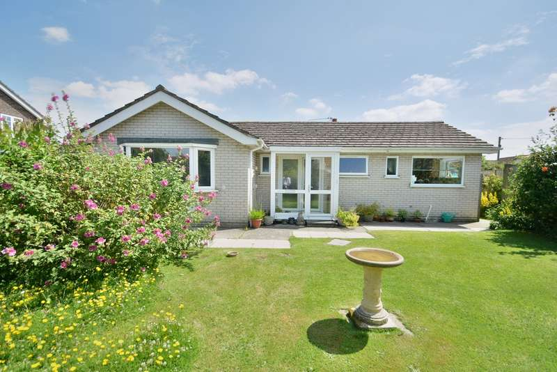 3 Bedrooms Detached Bungalow for sale in Heywood Avenue, Diss