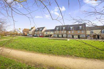 4 Bedrooms Town House for sale in Stone Hill, St. Neots, Cambridgeshire, Cambs