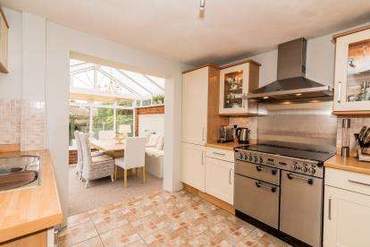 3 Bedrooms Detached House for sale in Brookside Gardens, Bishops Wood, Stafford, Staffordshire