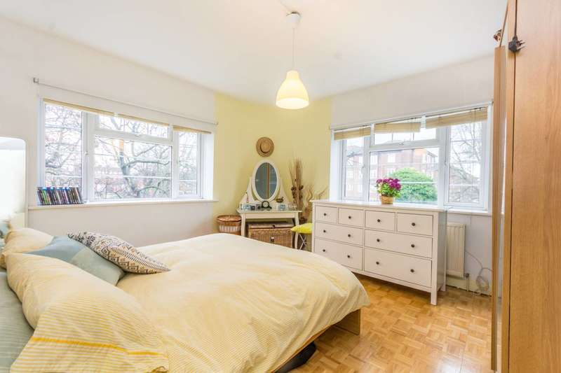 3 Bedrooms Flat for sale in Cazenove Road, Stoke Newington, N16
