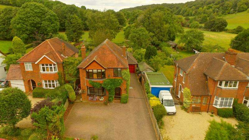 4 Bedrooms Detached House for sale in Bryants Bottom Rd, Great Missenden HP16