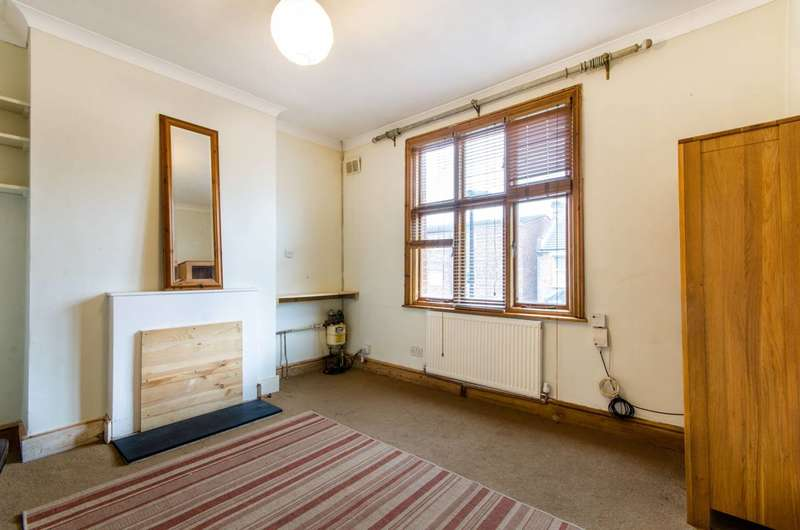 3 Bedrooms Maisonette Flat for sale in Cornwall Road, Harringay, N15