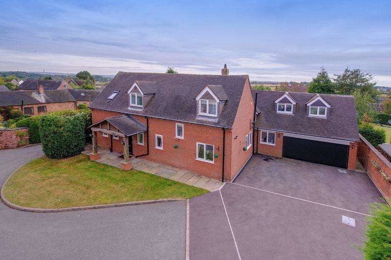 5 Bedrooms Detached House for sale in WALNUT CLOSE, BURNASTON