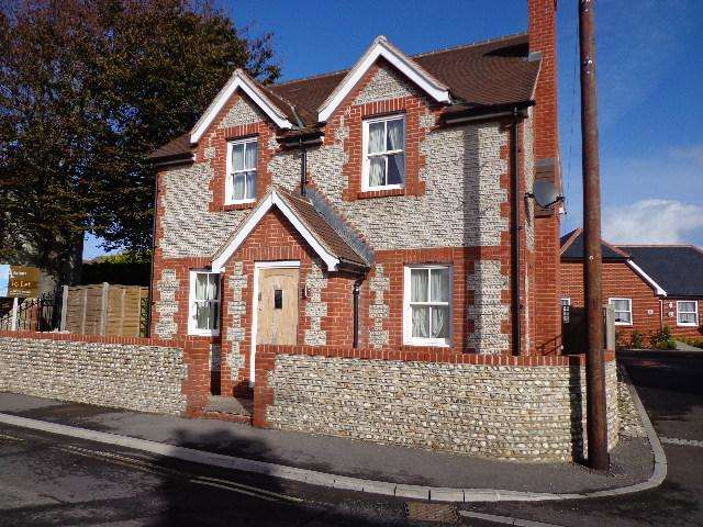 4 Bedrooms Detached House for sale in East Street, Selsey PO20