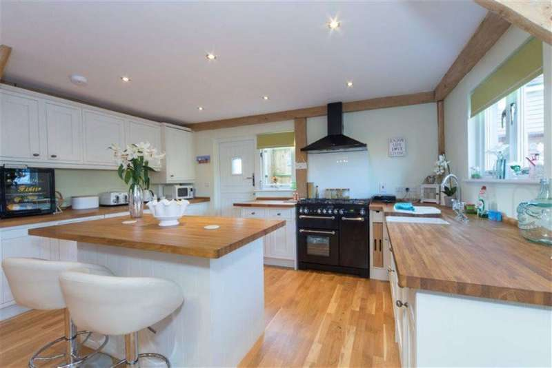 3 Bedrooms Barn Conversion Character Property for sale in Hardinge Place, Toddington