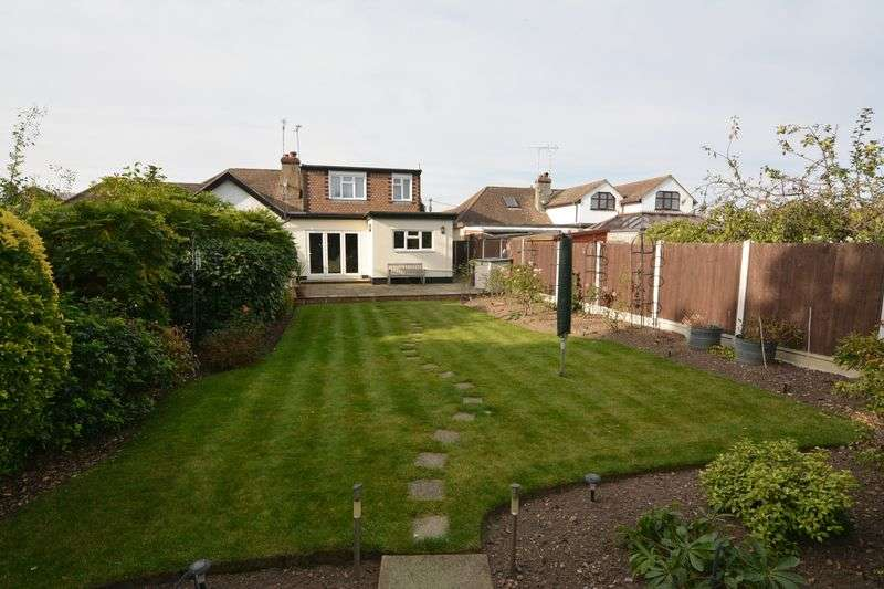 4 Bedrooms Semi Detached House for sale in Barbara Close, Rochford
