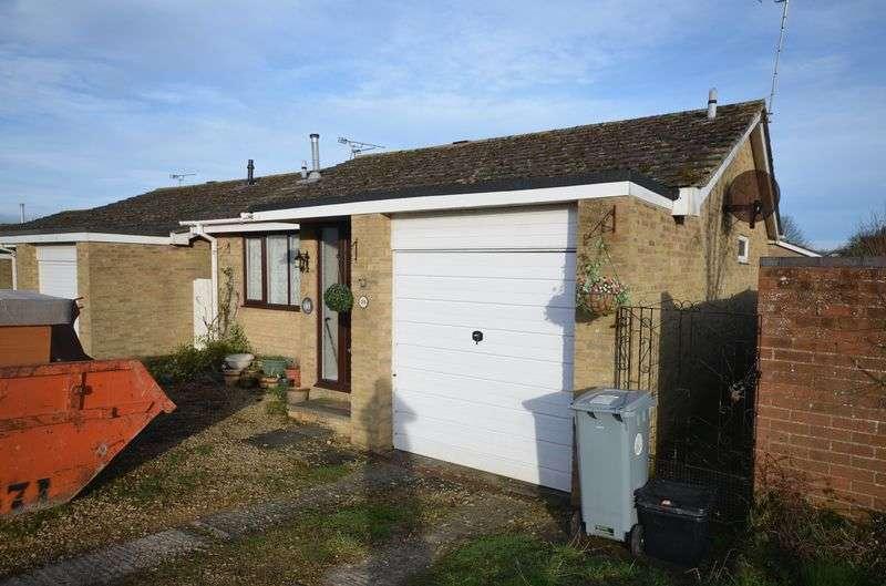 2 Bedrooms Detached Bungalow for sale in Edgeworth Drive, Carterton